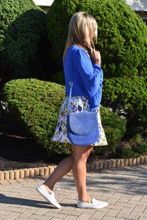blue sure cross body Neely & Chloe bag - white printed skirt Express skirt