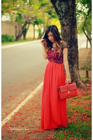red skirt - red bag - maroon blouse