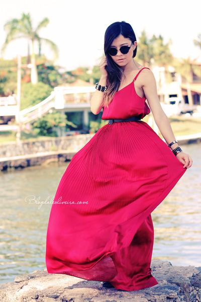 red dress - black sunglasses