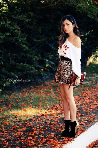 white t-shirt - black boots - red bag - black bracelet - light brown skirt