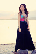 bubble gum top - black skirt