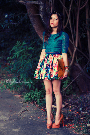 turquoise blue shirt - bronze pumps - yellow skirt - bubble gum bracelet