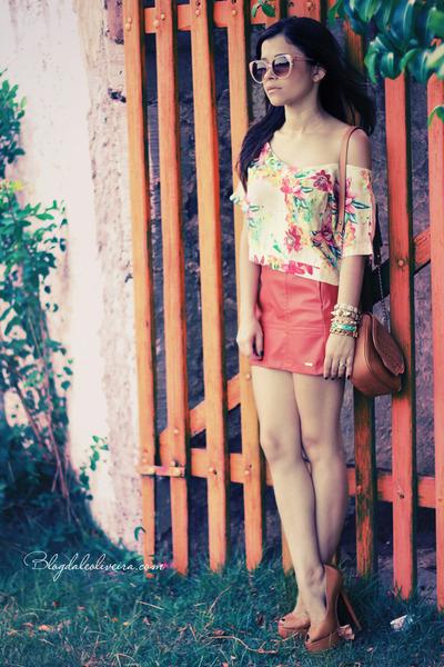 beige shirt - coral skirt