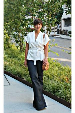 white kimono wrap Zara blouse - blue wide leg jeans jeans