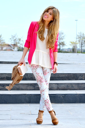 hot pink Stradivarius blazer - light blue flowers suiteblanco pants