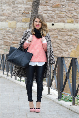 pink Lefties jumper - black Zara leggings