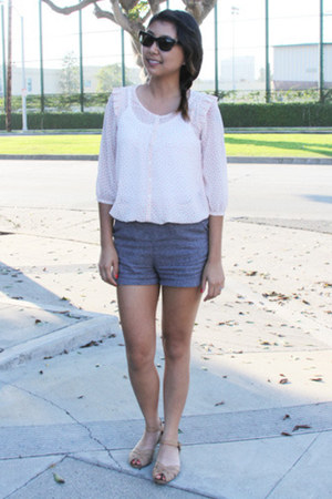 grey twill Silence & Noise shorts - RAEN sunglasses - peep toe Aldo sandals