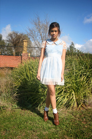 burnt orange clogs Novo heels - light blue lace peter pan Chicwish dress