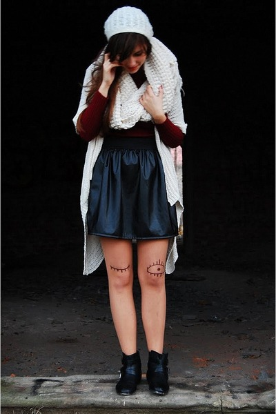 black szafapl skirt - black szafapl boots - ruby red no name sweater