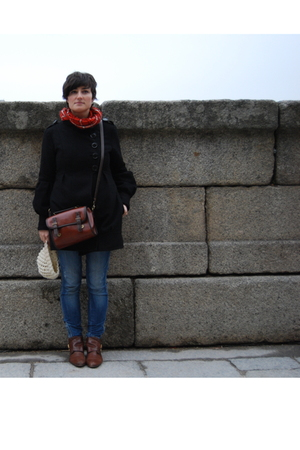 black pull&bear coat - red pull&bear scarf - Bershka jeans - brown accessories -