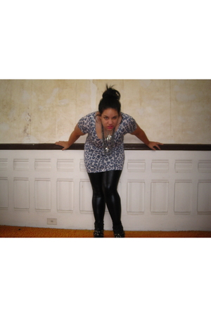 blue H&M top - black Zinc leggings - christian dior necklace - Chinese Laundry s