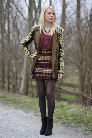 crimson print Zara skirt - army green Missguided coat - crimson H&M sweater