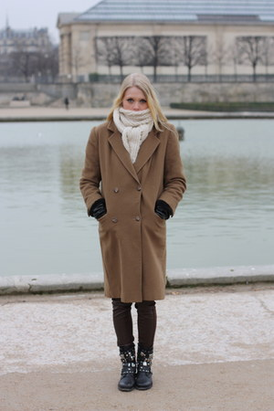 camel Burberry coat - black leather chain Sasha boots - ivory knit Ebay scarf