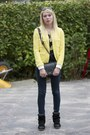 Navy-bershka-jeans-light-yellow-zara-jacket-black-chain-nelly-bag