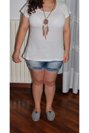 Bijoux Brigitte necklace - TOMS shoes - H&M t-shirt