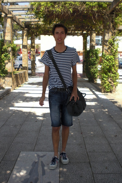 blue H&M t-shirt - brown Pull and Bear belt - blue Bershka jeans - white Pull an