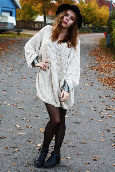 off white knitted Cubus sweater - black cut-off-boots homemade shoes