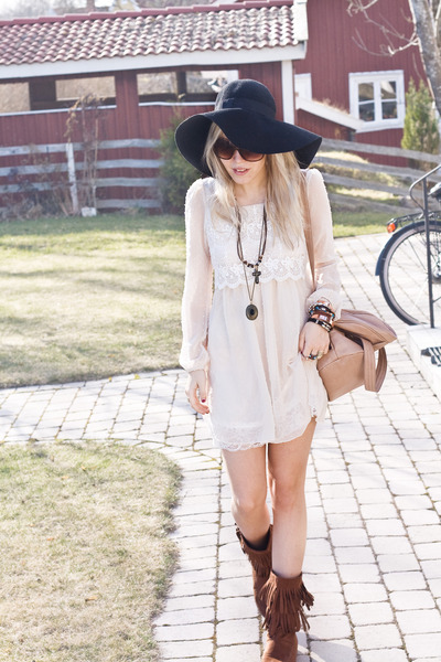 eggshell princessy lace romwe dress