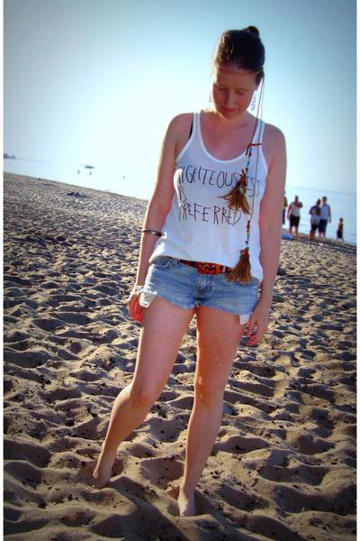 white Erin Wasson x RVCA t-shirt - blue Abercrombie shorts - brown vintage belt
