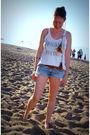 White-erin-wasson-x-rvca-t-shirt-blue-abercrombie-shorts-brown-vintage-belt-