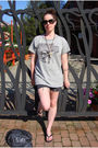 Gray-vintage-shirt-black-diy-shorts-black-havaianas-shoes-black-burberry-s