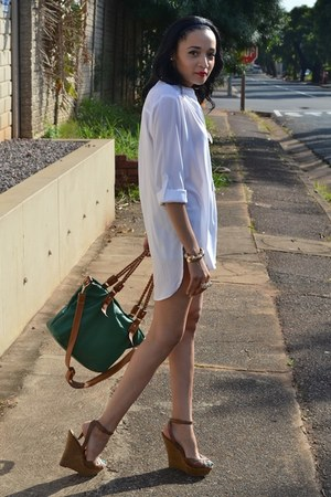 green Balckcherry bag - tan leather Aldo wedges - SASS DIVA accessories