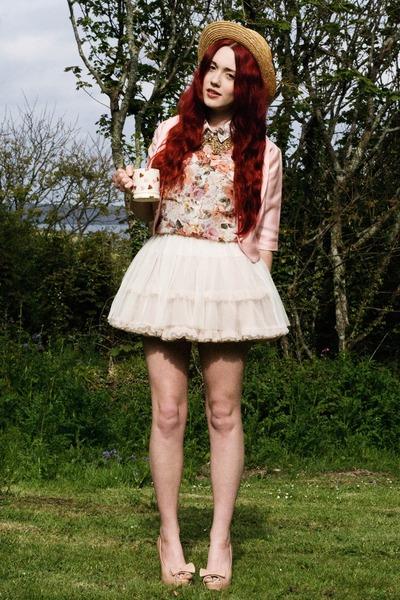 Vintage-crop-jacket-net-skirt-collar-accessories-floral-blouse-heels_400