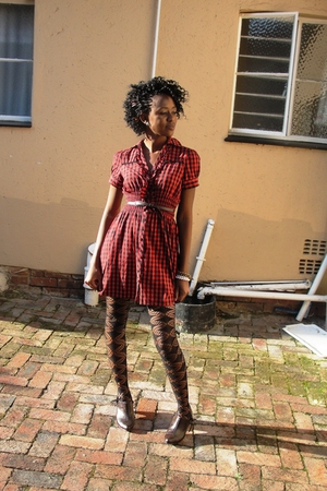 my sisters dress - my sisters shoes - candy rocket stockings - www belt