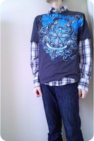 blue jeans - gray t-shirt - gray shirt