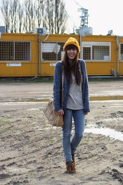 blue skinny Levis jeans - mustard beanie H&M hat