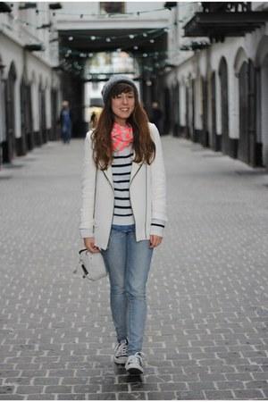 white white Zara jacket - blue skinny Levis jeans