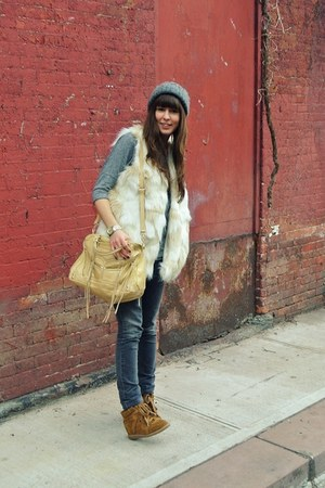 ivory faux fur French Connection vest - gray skinny Zara jeans