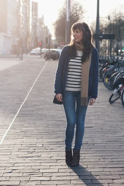 white cashmere New Scotland sweater - brown leopard print Sacha boots