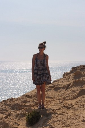 deep purple beach brandy melville dress - brown cat eye Prada sunglasses