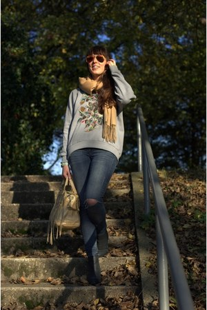 silver brushed fleece Omsk Belgium sweater - black booties Sacha boots