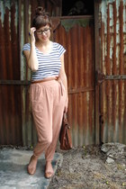 navy cotton H&M t-shirt - nude H&M pants - brown leather Steve Madden flats - na