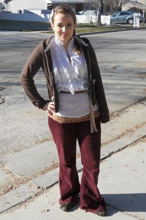 white ruffles Ak blouse - maroon American Eagle pants