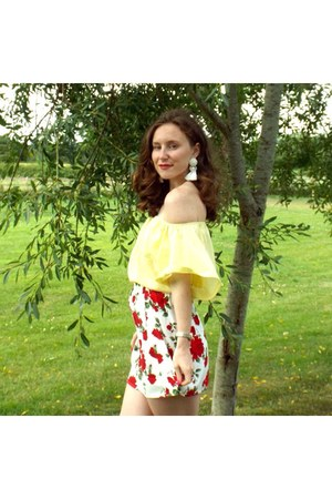 red H&M skirt - light yellow new look top - white earrings