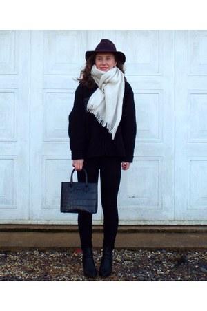 Primark scarf - black boots - magenta Topshop hat - black bag