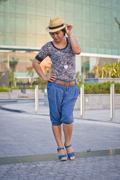 Stradivarius pants - Forever21 shirt - Newlook belt - Newlook hat - Newlook shoe