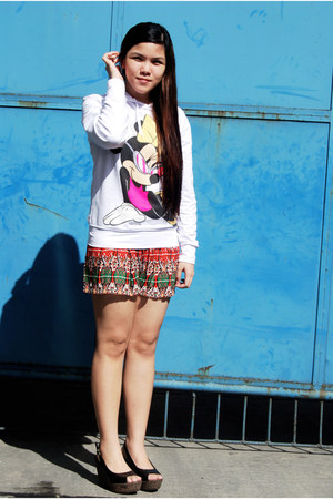 white Disney sweater - carrot orange Jellybean shorts - black Primadonna wedges