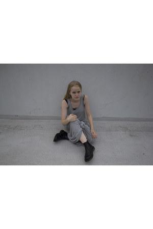 dark gray Dr Martens boots - heather gray Zara dress