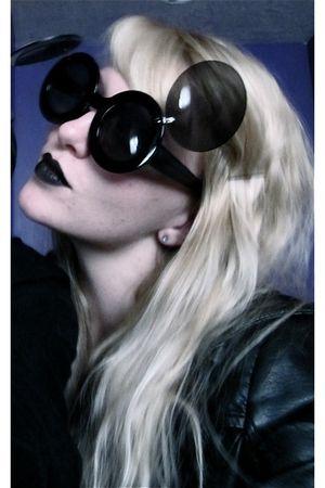 black lux uo jacket - black sunglasses - black