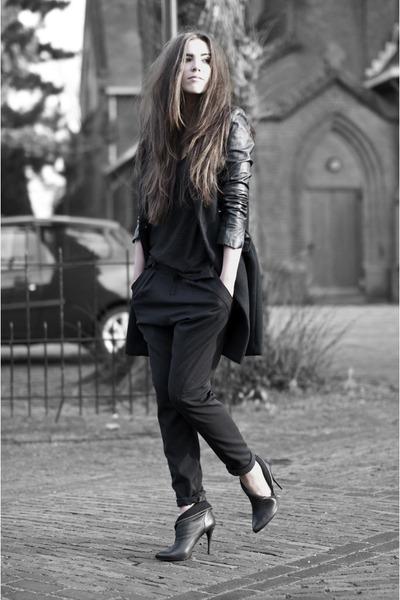 black zipper ankle Balmain boots - black leather sleeve coat