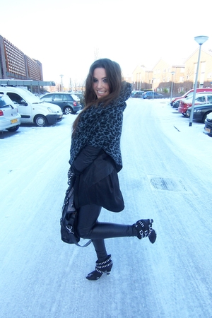 black Zara boots - black warehouse jacket - black Topshop pants - gray Urban Out