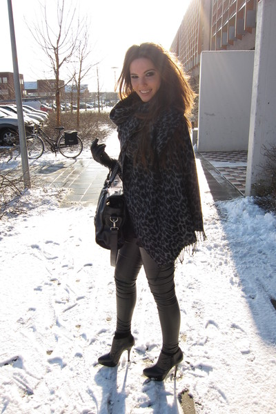 black Topshop leggings - gray Urban Outfitters scarf - black Topshop boots - bla