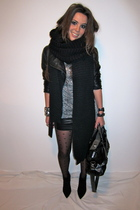 black leather look h&m divided skirt - black suede ankle Zara boots