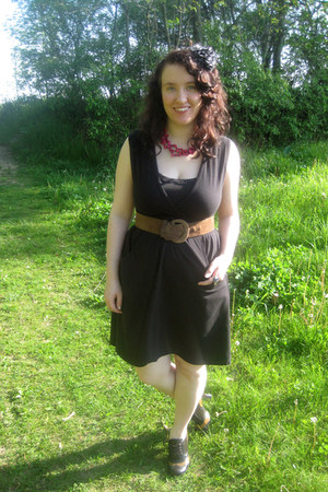 light brown vintage belt - black Hanes dress - hot pink vintage necklace