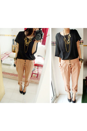 necklace - black blouse - beige pants - black heels
