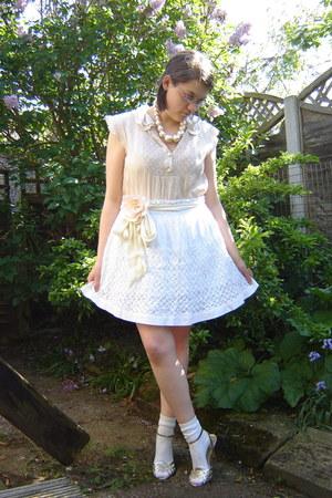 ivory socks - white Topshop skirt - eggshell H&M belt - beige Topshop blouse - i